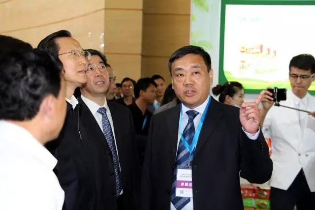 农业部部长韩长赋亲临展会现场