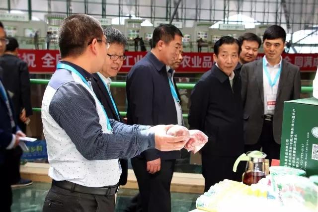 农业部副部长陈晓华莅临三阳畜牧展位