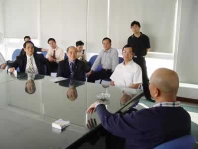 台湾软件代表与正航软件董事长赖光郎热烈交谈